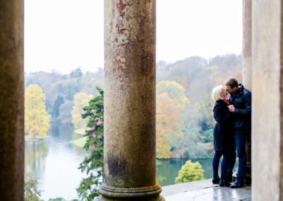 engagement photo couple kissing at stourhead
