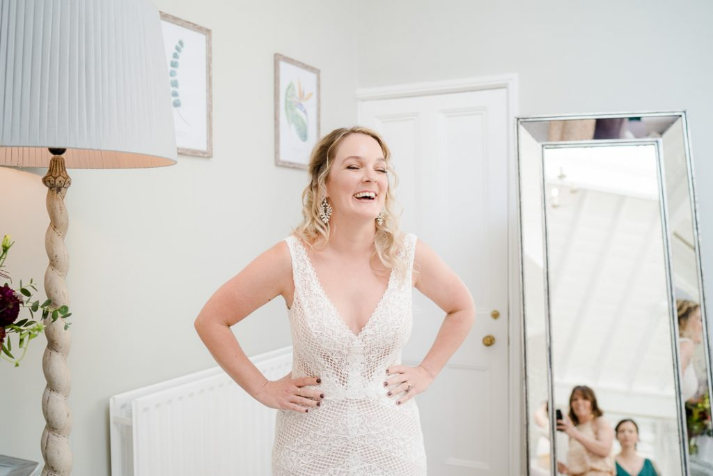 bride preparing in the bridal preparation room at Syrencot Photo by Lydia Stamps Photography
